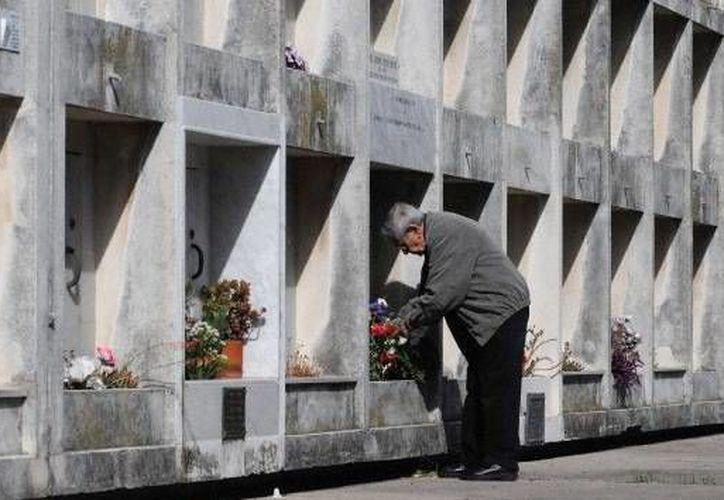 El anciano reposará junto a sus padres en la tumba que el mismo eligió a cambio de su casa; incluso ya instaló ahí algunas pertenencias. (Imagen de contexto/RT)