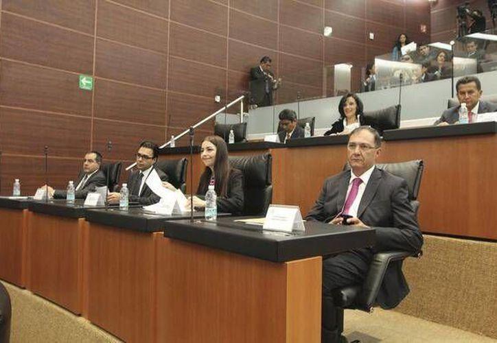 Los siete comisionados del Ifetel durante su comparecencia en la Cámara Alta. (Twitter.com/@senadomexicano)