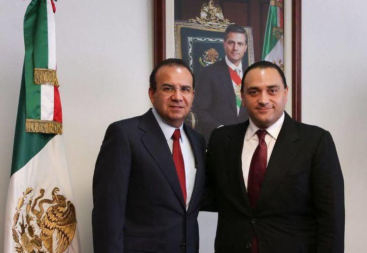 Aspectos de la reunión de hoy entre el gobernador de Q. Roo y el secretario federal del Trabajo. (Redacción/SIPSE)