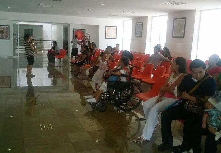 El Hospital General de Playa del Carmen da servicio sin aire acondicionado desde el domingo pasado. (Octavio Martínez/SIPSE)