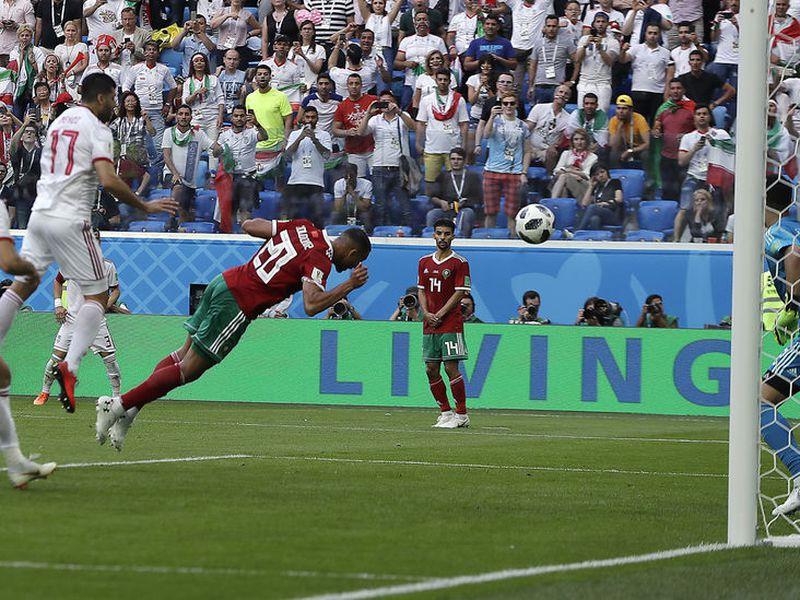 Marruecos ya está eliminado en el Mundial, y hoy podría jalar hacia la sombra a España (Foto archivo AP)