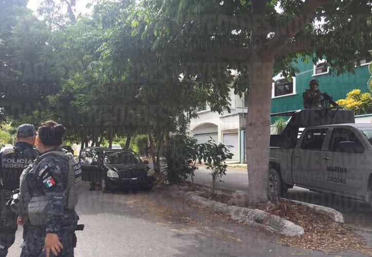A los detenidos se les aseguraron tres armas cortas. (Redacción/ SIPSE)
