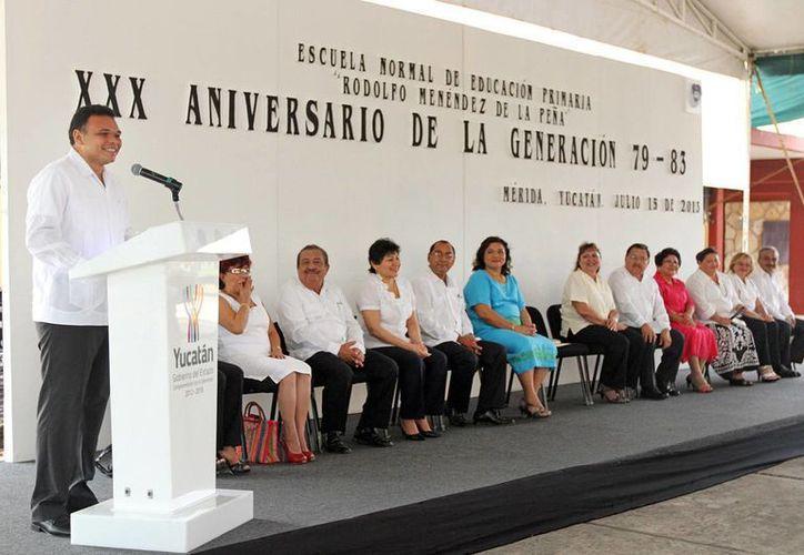 El gobernador Rolando Zapata Bello en un acto que encabezó ayer en la Normal Superior. (SIPSE)