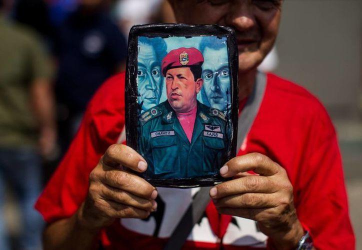 La marcha de los chavistas coincidió con una que realizaron opositores en Caracas, pero no se registraron incidentes. (EFE)