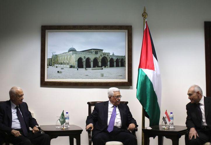 Mahmoud Abbas, presidente palestino, en reunión con ministros árabes. (Agencias)