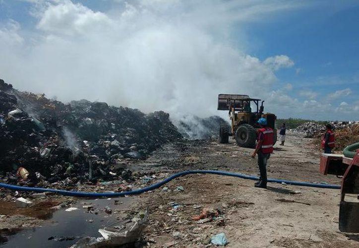 Este año las autoridades enfrentaron dos incendios en el relleno sanitario, el más fuerte fue en abril. (Daniel Tejeda/SIPSE)
