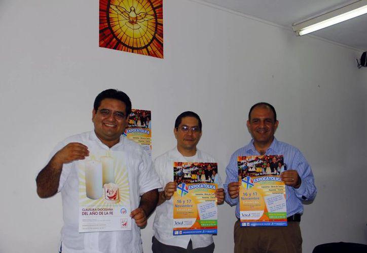 Los sacerdotes Luis Avilés, Jorge Martínez y el laico Carlos Canseco al presentar la Expo Católica. (Milenio Novedades)