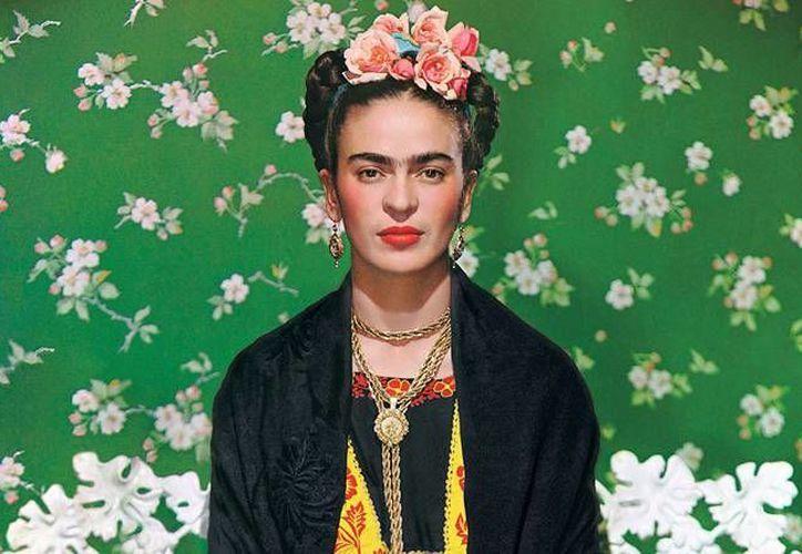 A partir del tres de febrero en el Museo de Fabergé en San Petersburgo, Rusia, se expondrá 'Frida Kahlo. Pinturas y dibujos de la colección de México', que incluye  casi todo su trabajo disponible fuera de su patria, además exhibirá trajes típicos, como los que la artista mexicana acostumbraba vestir. (Archivo Notimex)