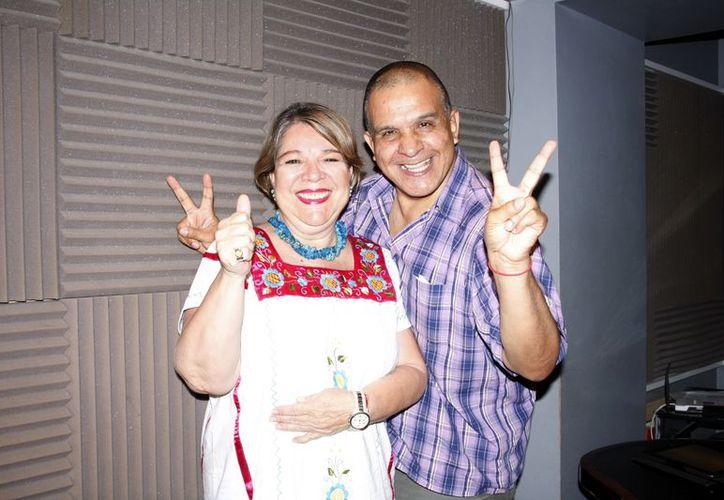 Adela Canales y Miguel Ángel Tlacatelpa en la emisión de Salvemos Una Vida, transmitida por Amor 100.1. (Theani Ruz/SIPSE)