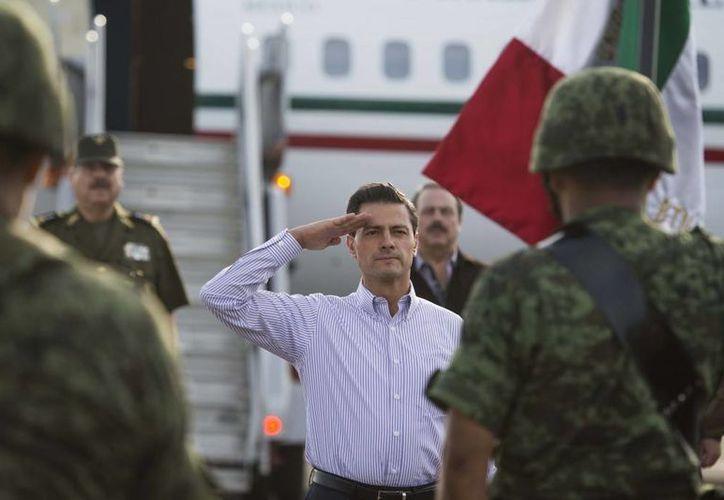 Peña Nieto dijo estar al tanto de lo que ocurría en México y el mundo durante su convalecencia. El viernes le retiraron de emergencia la vesícula. (Archivo/Presidencia)