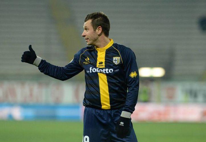 El Parma se salvó de la bancarrota, pero ahora deberá comenzar desde la cuarta división italiana. En la foto, Antonio Cassano. (foxdeportes.com)