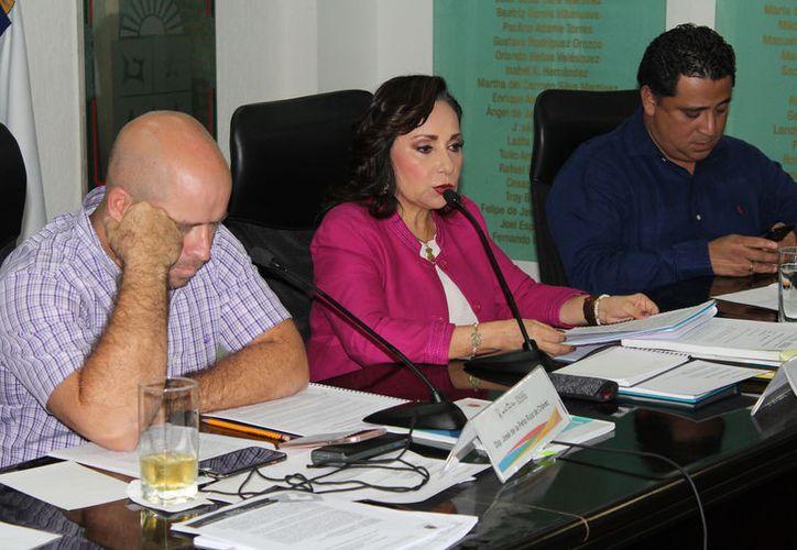 Comparecencia de Catalina Portillo fue interrumpida por reclamos de tres mujeres. (Benjamín Pat/SIPSE).