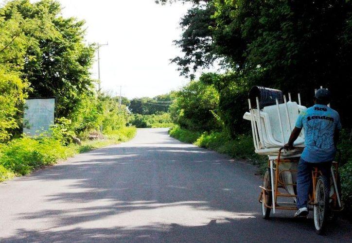 El tramo de cuatro kilómetros, donde termina la zona de restaurantes y hasta la entrada a Oxtankah, escenario de los atracos. (Enrique Mena/SIPSE)
