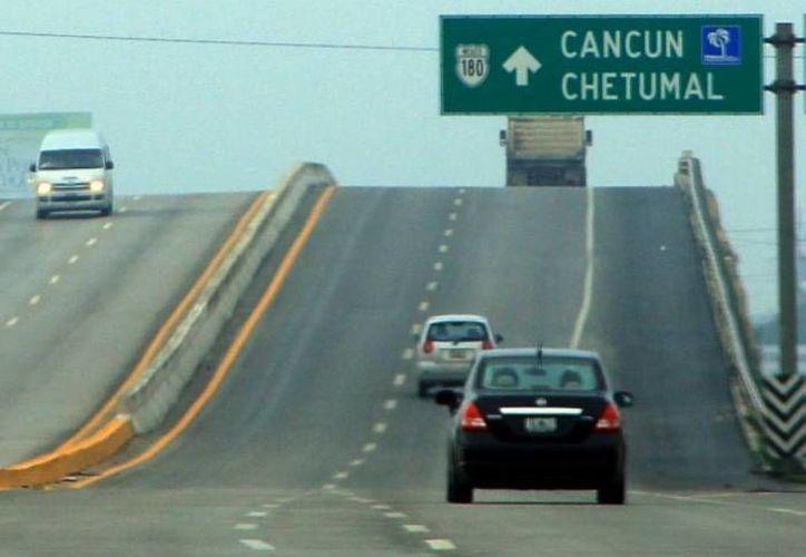 La Policía Federal afirma que los mil 600 kilómetros de tramos carreteros en Yucatán están considerados dentro de los más seguros del país. (Archivo/ Milenio Novedades)