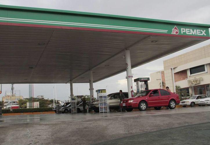 Multan a gasolineras que abusan de los consumidores. (Tomás Álvarez/SIPSE)