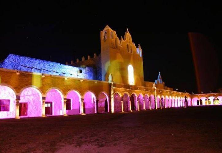 Izamal fue de los primeros en figurar en la lista de los Pueblos Mágicos de México. En la imagen, el convento franciscano donde se venera a la Virgen de Izamal. (Archivo/SIPSE)