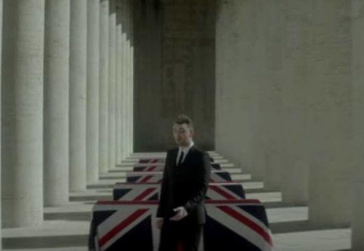 Sam Smith, en una escena del video de 'Writing's On The Wall', que forma parte de la banda sonora de la nueva película de James Bond, 'Spectre'. (Captura de pantalla de YouTube)