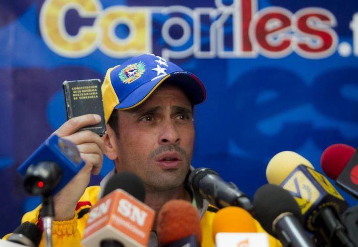 El líder opositor venezolano Henrique Capriles habla durante una rueda de prensa, en Caracas, Venezuela. (EFE)