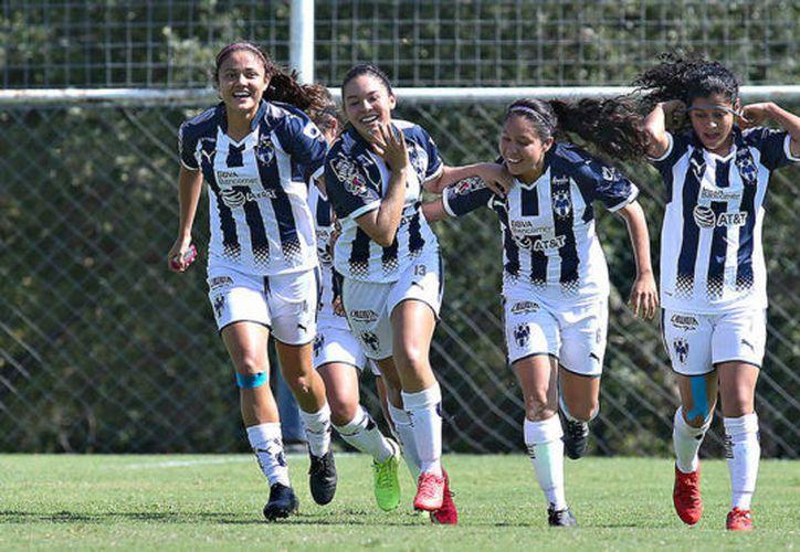 Las jugadoras del equipo de Monterrey quieren asegurar el liderato de la liga. (marca.com)