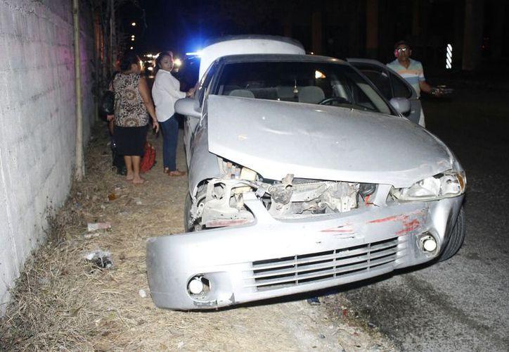 Los paramédicos valoraron a los dos conductores involucrados, pero como sólo tuvieron golpes leves no fue necesario su traslado a un hospital. (SIPSE)