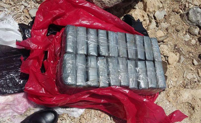 Se presume que los paquetes hallados son de cocaína. (Foto: sara Cauich)