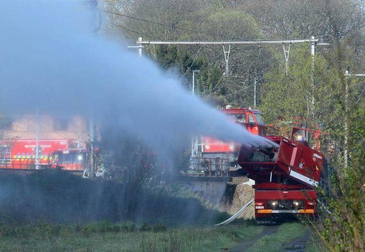 El descarrilamiento ocurrió cerca de la localidad de Schellebelle, en el norte del país. (EFE)