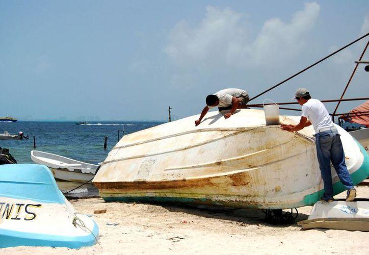 Desde el martes a las 20 horas el acceso a embarcaciones menores a 50 pies de eslora, así como  las actividades de turismo náutico quedaron suspendidas. (Tomás Álvarez/SIPSE)