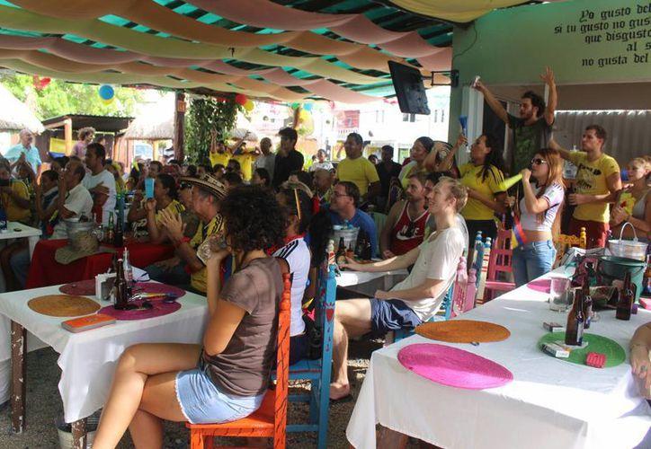Los restaurantes del centro turístico de Playa del Carmen registraron 80% de ocupación durante los principales partidos del Mundial de fútbol.  (Luis Ballesteros/SIPSE)