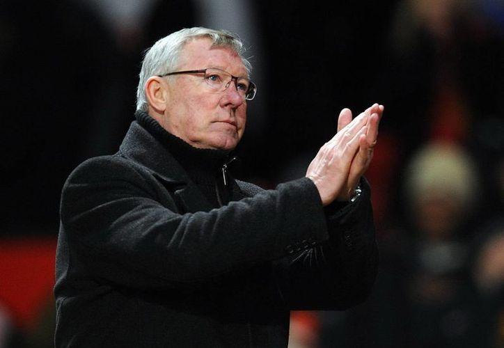 """Ferguson decidió dejar en la banca al """"Chicharito"""" y dar actividad a van Persie. (EFE)"""
