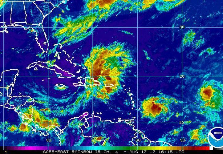 La actual posición de la depresión tropical que podría convertirse en tormenta en las próximas horas. (NOAA)