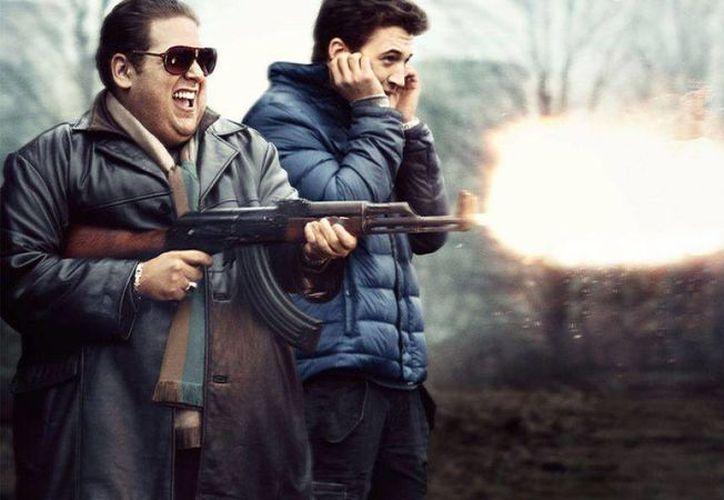 Dejando de lado la inmoralidad de un gobierno corrupto y dos jóvenes drogadictos traficando armas, la película es divertida y amena. (Contexto/Internet)