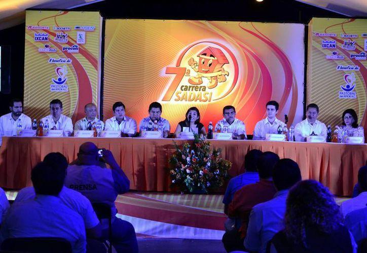 Imagen de la conferencia de prensa en donde se anunció que la Carrera Sadasi será en apoyo a la Pastoral del Amor. (Milenio Novedades)