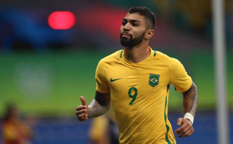 Benfica vende a un atacante y Jiménez tendría más oportunidades