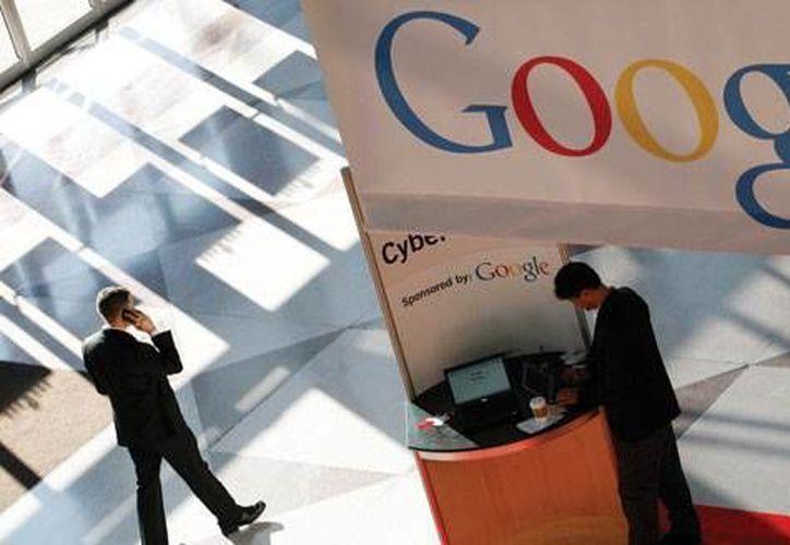 Google también incluye sus servicios en el sistema operativo móvil Android, el software más utilizado en smartphones. (Archivo/AP)