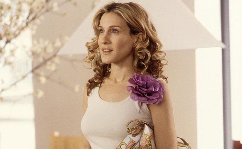 El personaje de Carrie Bradshaw marcó un importante debut de la saddle bag en los 90.(Foto: Quien)
