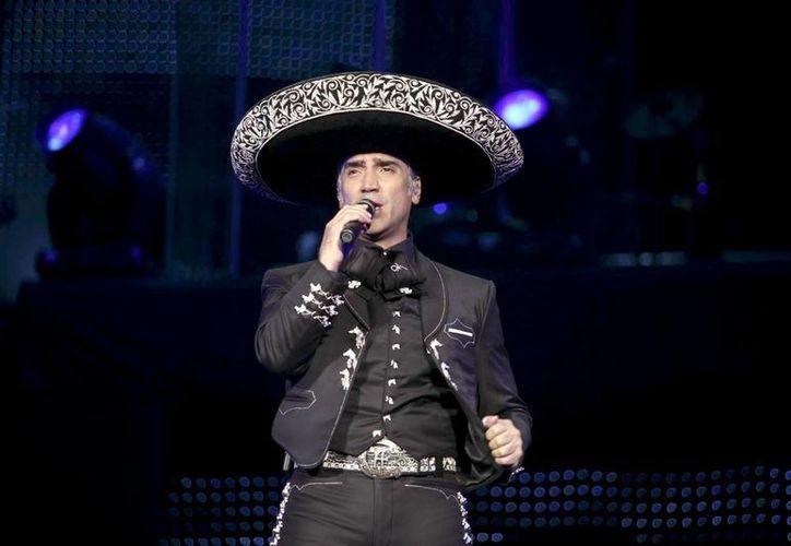 Alejandro Fernández sigue cosechando éxitos en ventas con su disco Confidencias Reales. (ort.com.mx)