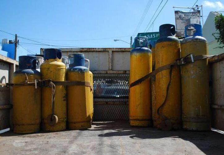 El estado de los tanques de gas es verificado cada mes, según lleguen los reportes. (Milenio Novedades)