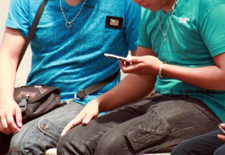 Nueve de cada 10 pacientes en neurología tiene dentro de su rutina el uso nocturno del teléfono móvil. La población más afectada son los adolescentes. (Milenio Novedades)
