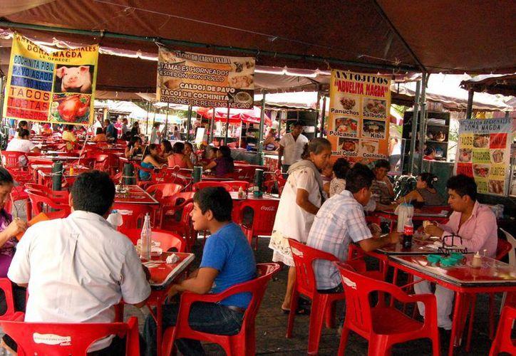 Meridanos y turistas acuden a comer al centro de la ciudad. (Milenio Novedades)