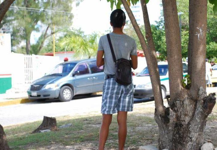 El joven Osmar Villanueva tuvo que esperar dos años para que su generación se gradúe; no quería saber más de ellos. (Internet)
