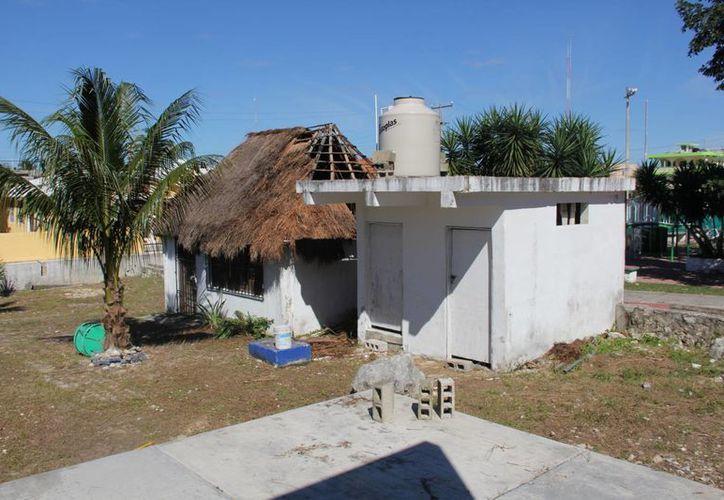 El salón con techo de pasto fue el afectado. (Rossy López/SIPSE)