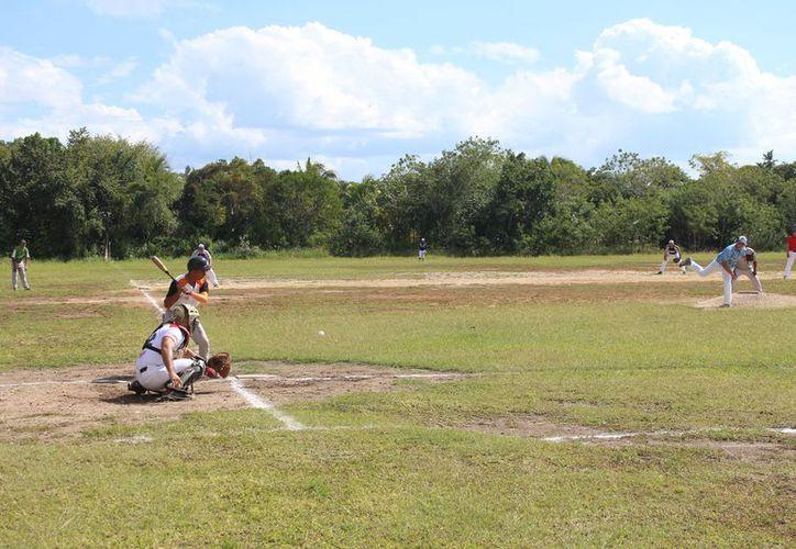 En Nicolás Bravo, los Pericos emprendieron el vuelo al derrotar 12-5 al equipo de Nuevo Becar. (Miguel Maldonado/SIPSE)