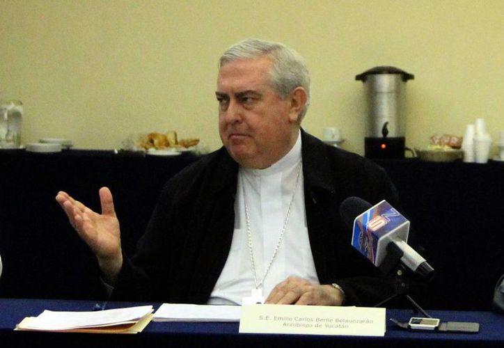 Mons. Berlie Belaunzarán pidió orar por los peregrinos yucatecos. (Milenio Novedades)