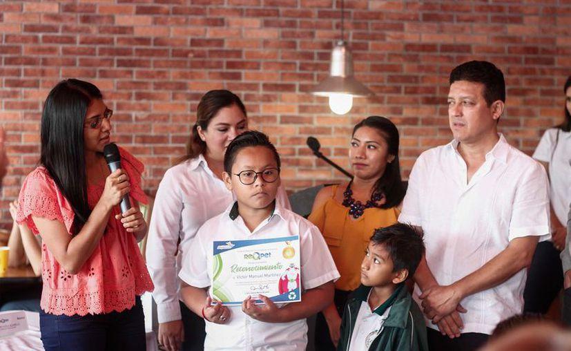 Se premió a quienes recaudaron más envases. (Novedades Yucatán)