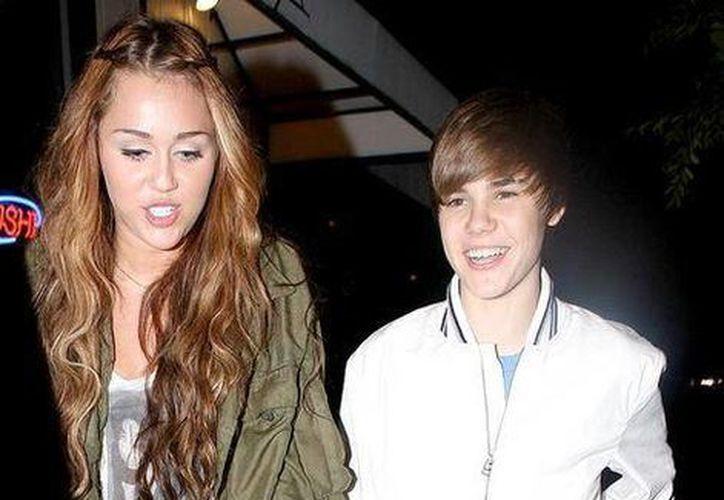 Selena Gomez había prohibido a Bieber reencontrarse con Miley. (justintkmglobered/Archivo)