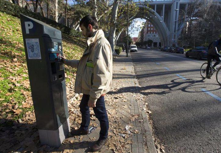 Los datos de las tarjetas de ubicación del aparcamiento no pueden compartirse con otros usuarios. (El País)