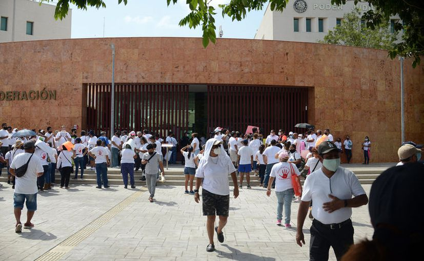Juez salva a 52 familias de perder su casa en Cancún. (Foto: Karim Moisés)