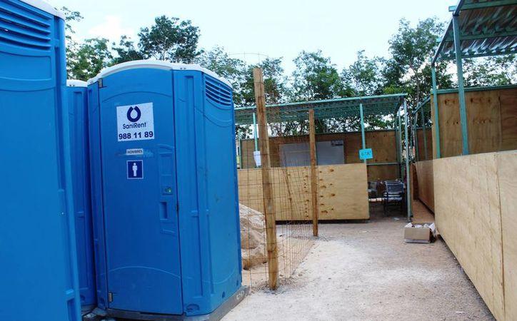 Los baños de las escuelas de nueva creación  de Playa del Carmen no son limpiados con frecuencia, por eso los niños prefieren 'aguantarse'. (Octavio Martínez/SIPSE)