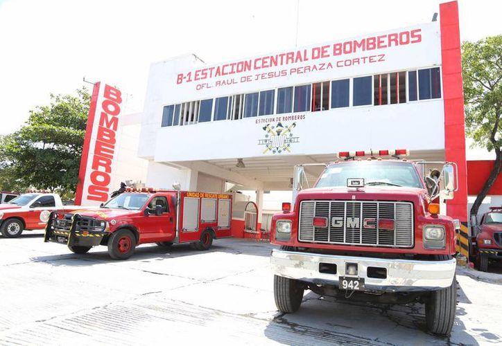Directivos de Bomberos participarán en el curso en la Unicaribe. (Luis Soto/SIPSE)
