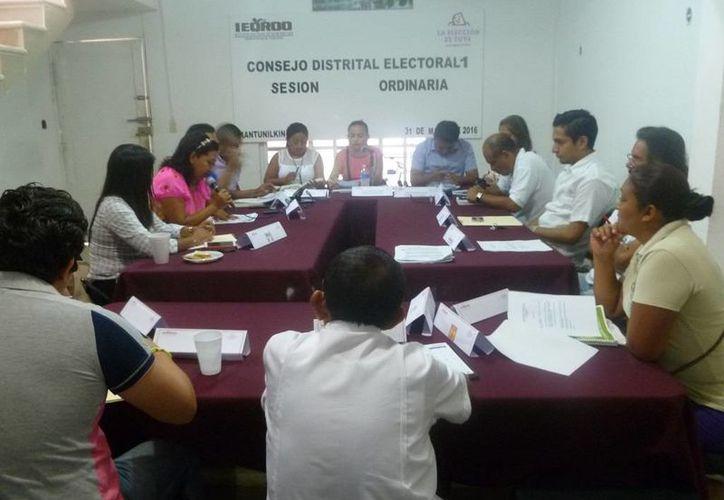 Los integrantes del Consejo durante su sesión de ayer. (Raúl Balam/SIPSE)